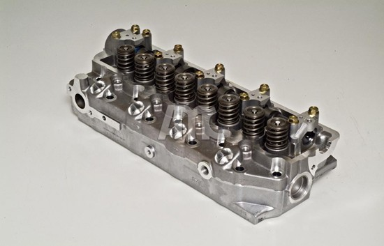 Neuteil Zylinderkopf Mitsubishi und Hyundai 2,5TD Motorcode G4CS